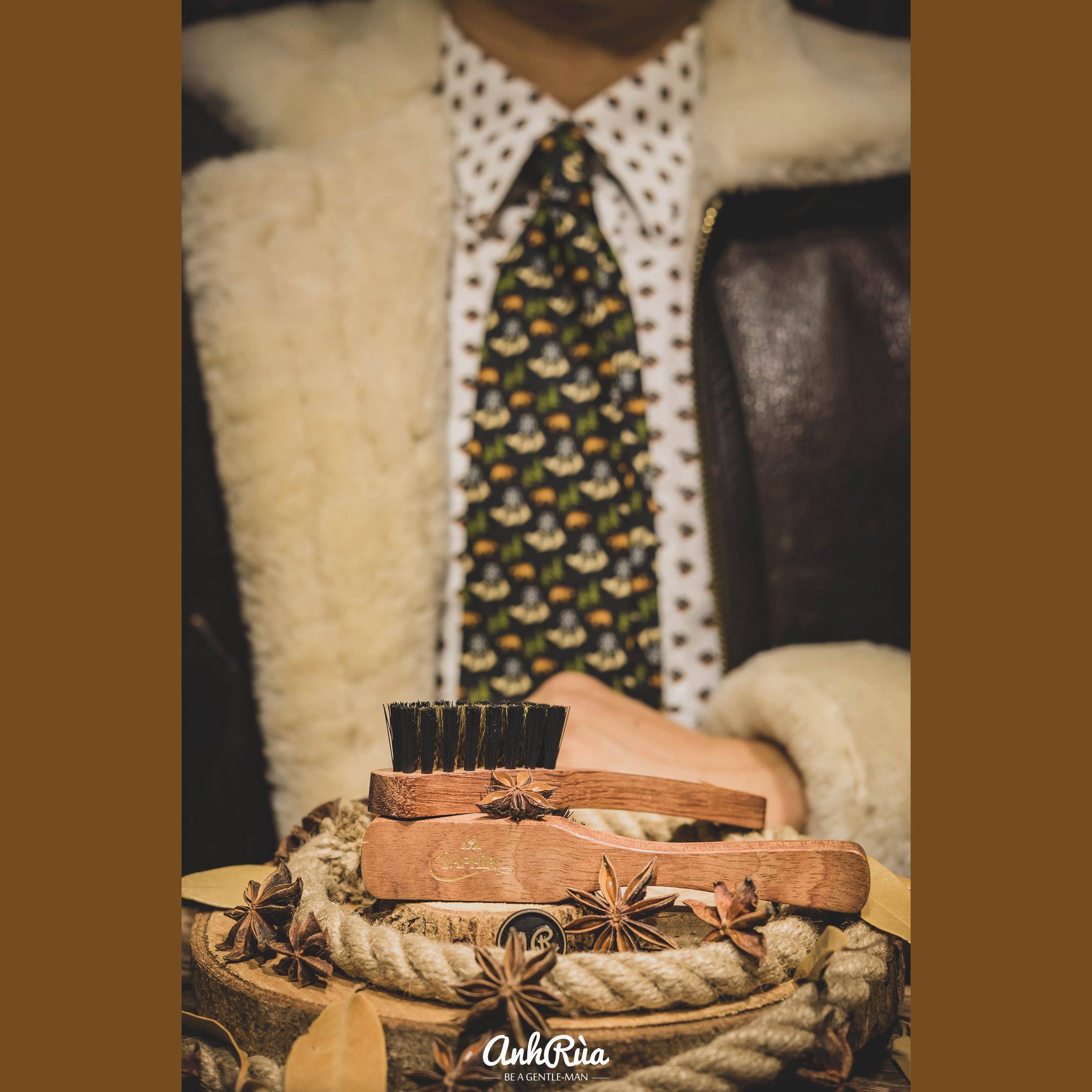 Bàn chải sợi đồng làm sạch da lộn, nubuck brass brush Saphir MDO 15cm