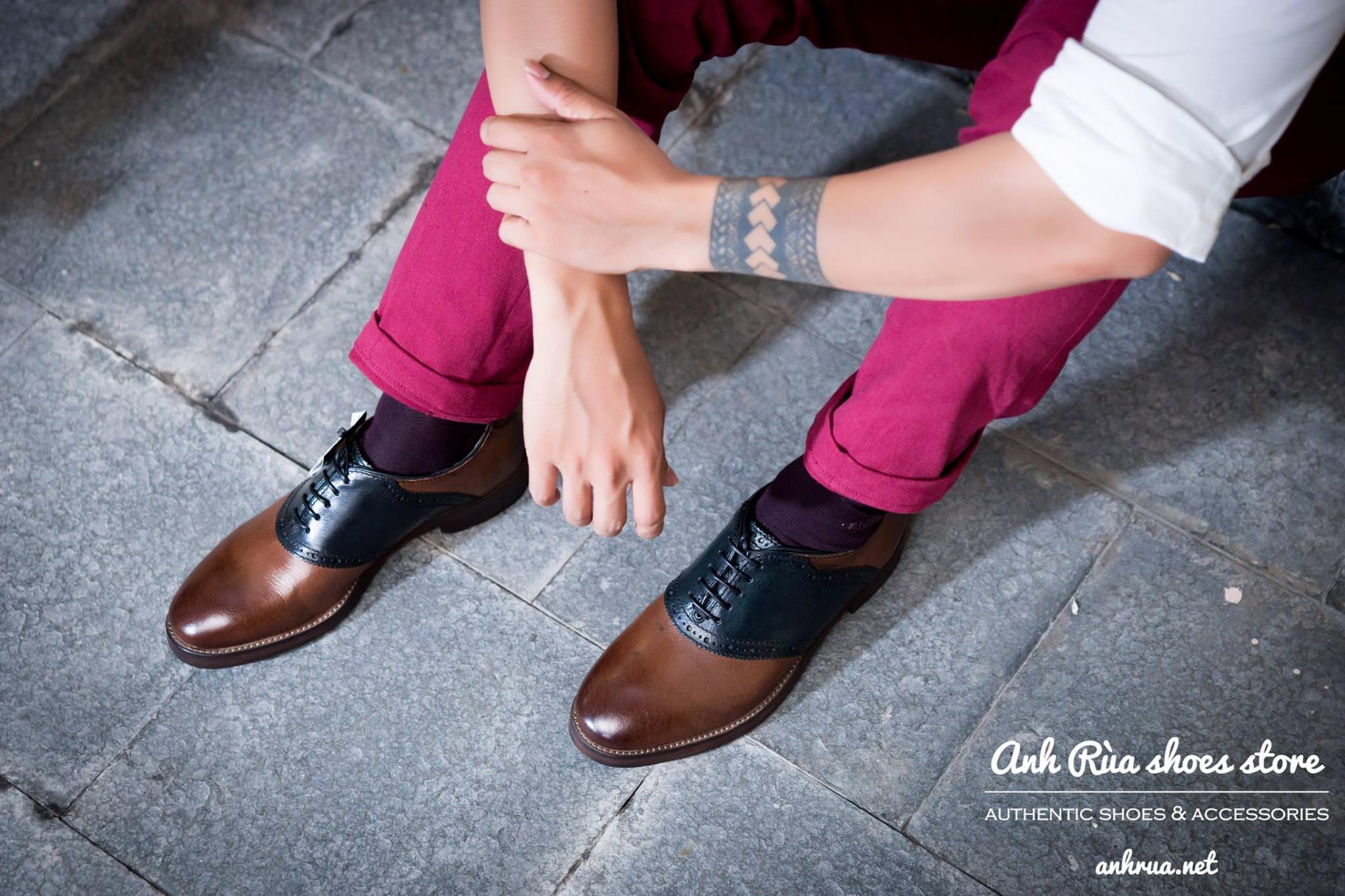Saddle shoes Light brown Black