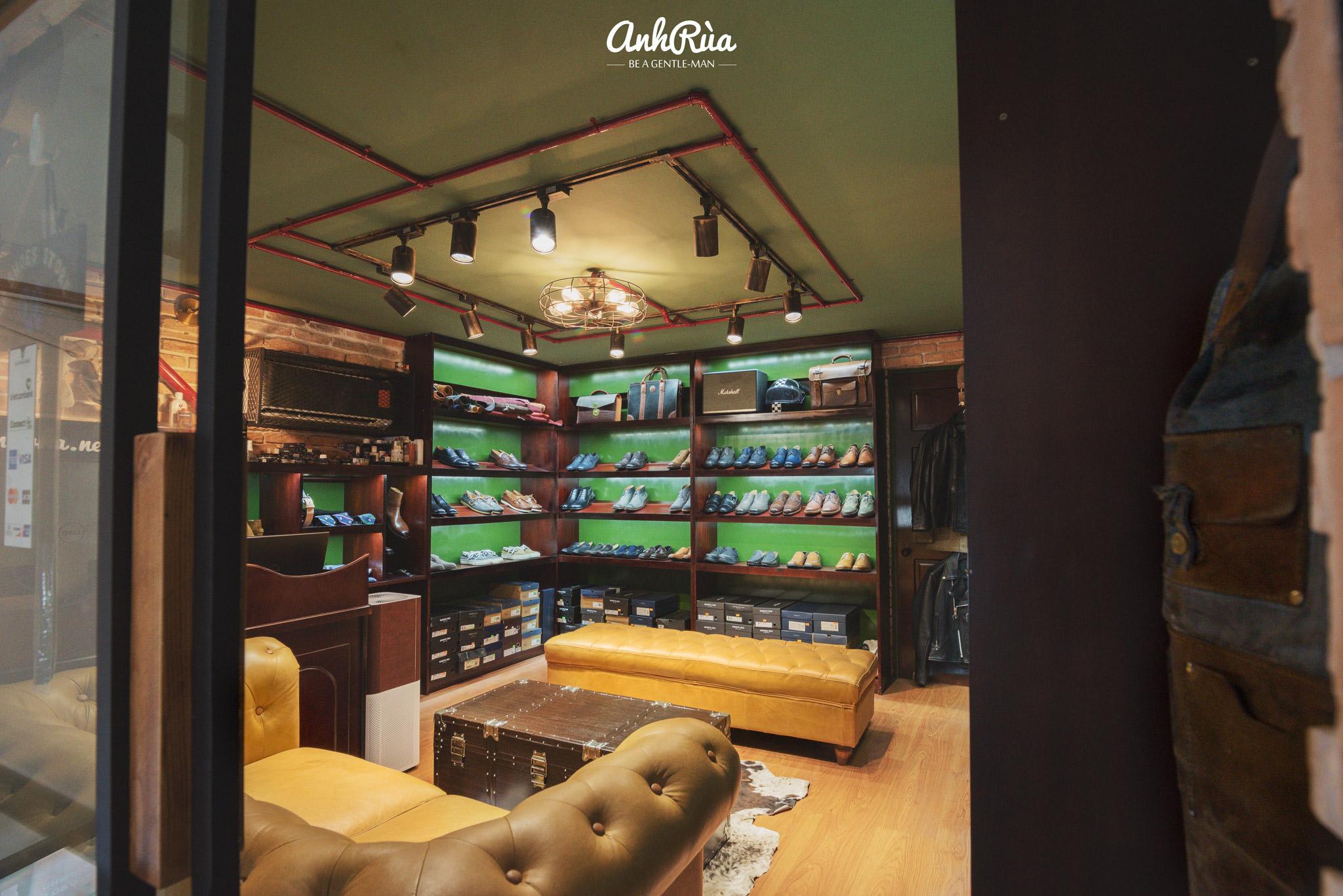 Bước vào bên trong Anh Rùa store