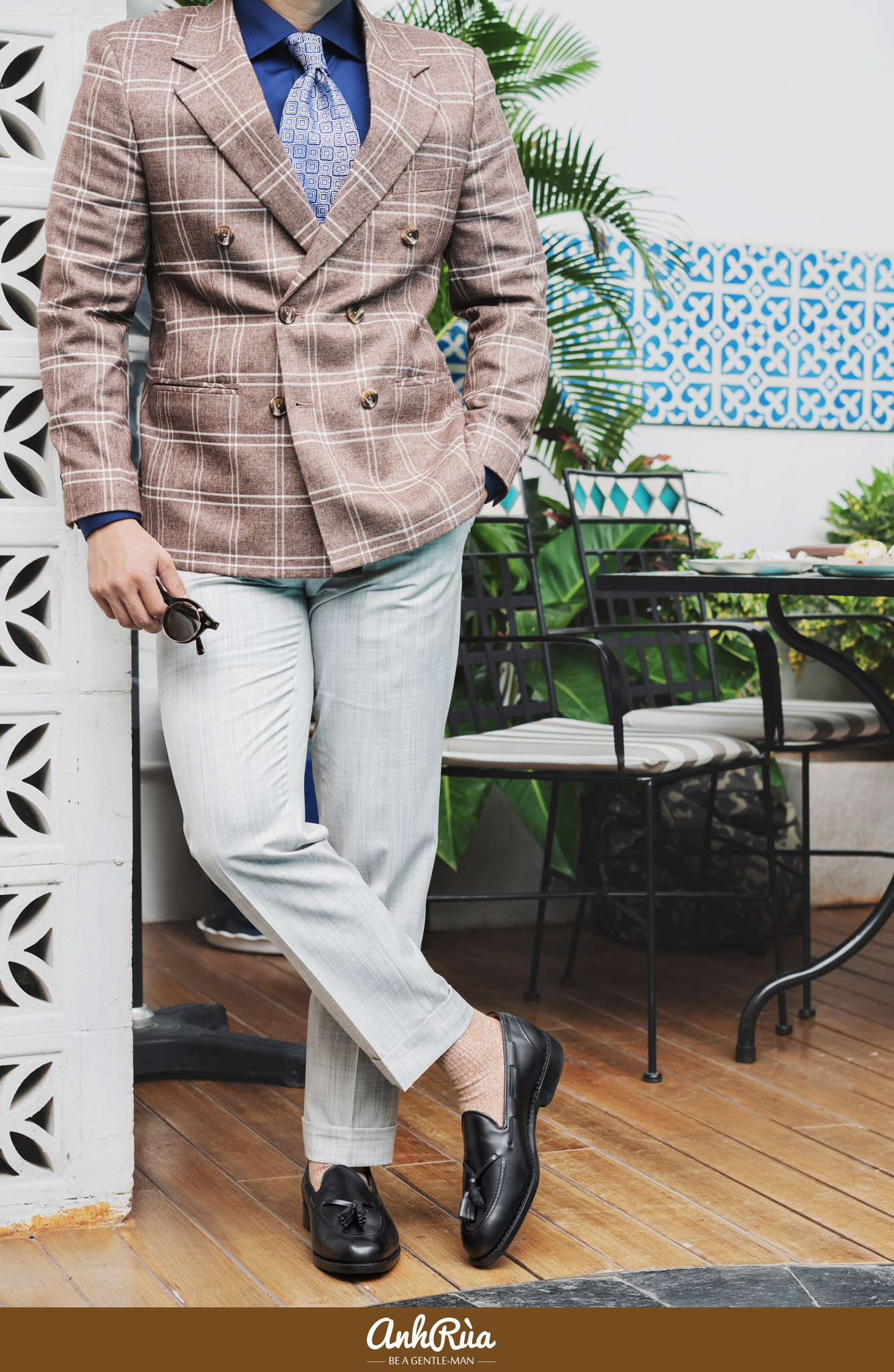 Brown windowpane double breasted sport jacket với tassels loafers