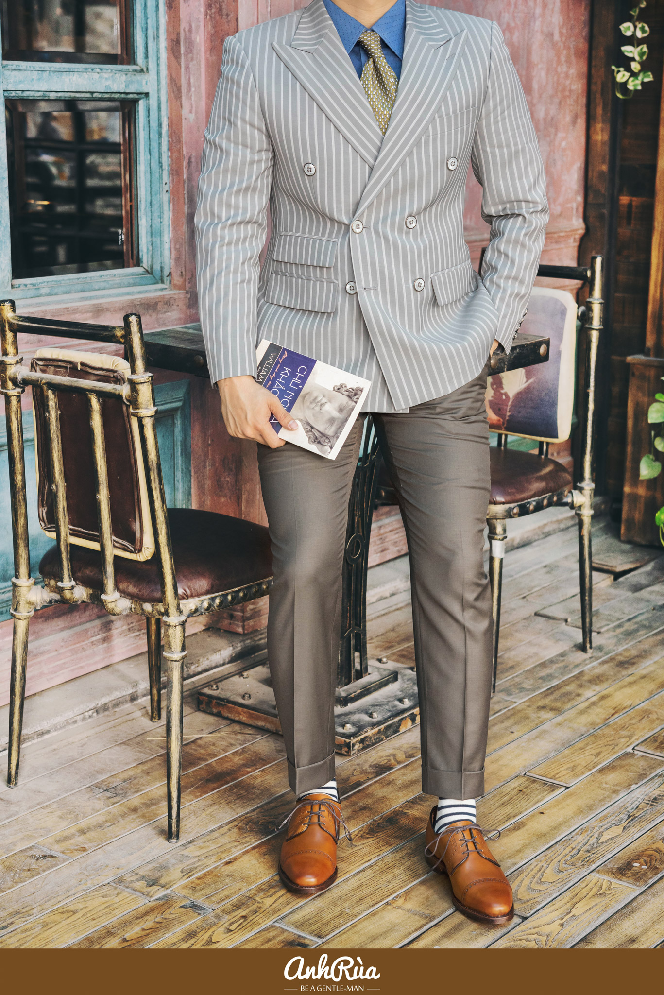 Light grey stripe double breasted sport jacket với Derby Half Brogues