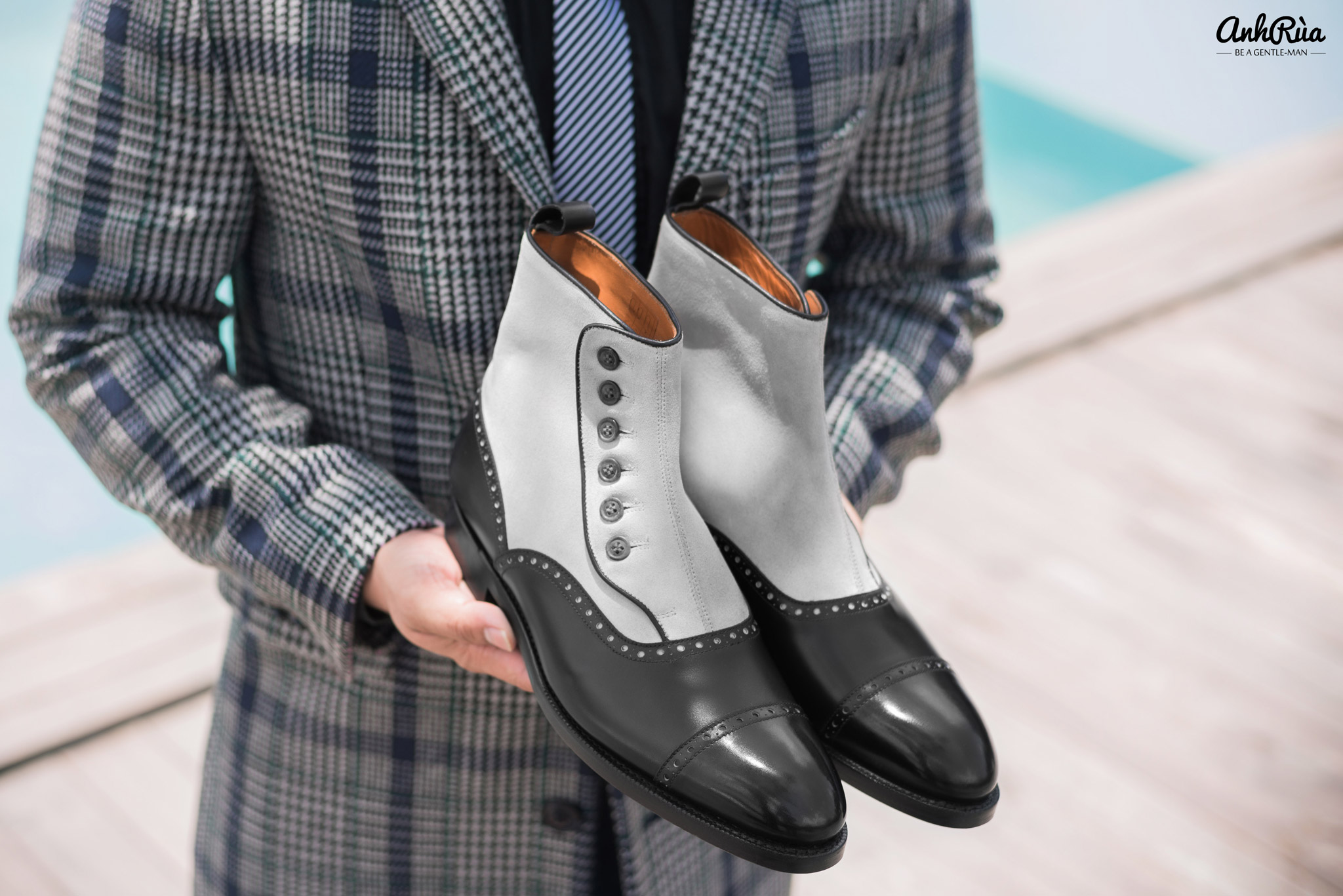 spectators button boots