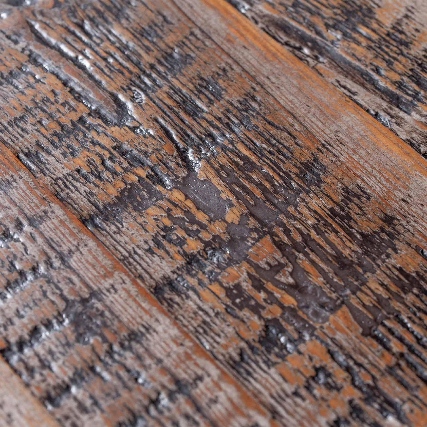 Patina sậm màu trên gỗ